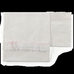 Set lenzuolo con volant in voile e applicazione fiocco su nastro